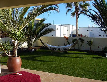 Casas de playa s cales partido doordresser for Como hacer un jardin interior en casa